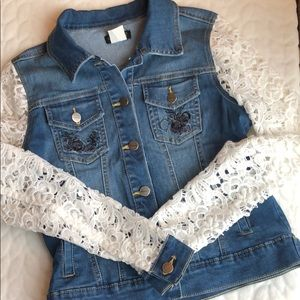VENUS Denim Jacket w. Lace Sleeves and Embroidery